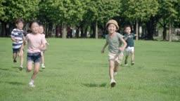 달리기 시합을 하는 아이들의 모습