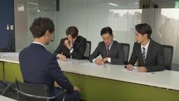 회사 면접을 보는 장면