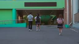 등교하는 학생들 모습