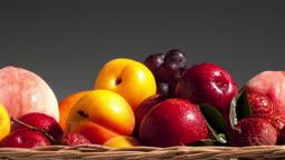 바구니에 담긴 과일들