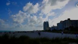 Time lapse of tourist on South Beach, Miami - Zeitraffer von Touristen am South Beach in Miami