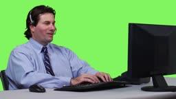 Junger Geschaeftsmann mit Headset - Green Screen Version --- Young businessman talking on headset - green screen version.
