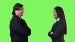 Business Team wendet sich zur Kamera - green screen -- business team turning towards camera - green screen version