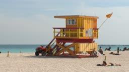 Touristen am Strand von South Beach - Tourists on South Beach