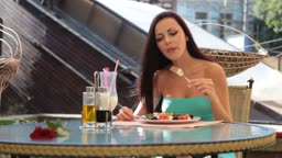 attractive young woman dining in restaurant, outdoors