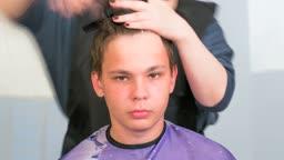 Barber cutting hair timelapse
