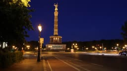 Siegessaule: time lapse in the night with traffic
