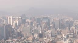 서울 남산에서 본 미세먼지와 황사가 가득한 도심지 모습
