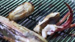 경기도 김포 불판에 구워지는 생선 모습