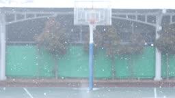 경기도 동두천 눈 내리는 야외 농구장 겨울 풍경