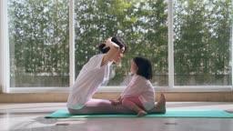 엄마와딸 요가 운동하는 모녀 모습