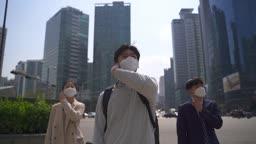 코로나바이러스 서울 도심 출근 길 마스크 벗으면서 미소짓는 직장인 모습