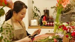 소상공인 꽃가게 운영하는 사장님 모습