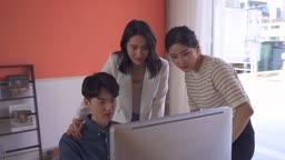 스타트업비즈니스 환호하는 청년들과 여성 CEO 모습