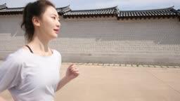 운동 도심 런닝하는 젊은 여자 모습