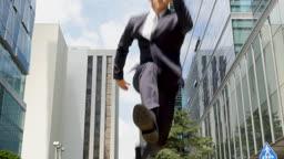 도심 점프하는 비즈니스맨 모습