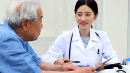 재능기부 의료 봉사하는 의료진 모습