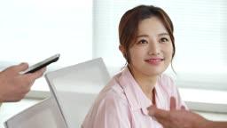 MCN 비즈니스 젊은여자 모습