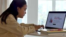 온라인 교육 서버 마비로 인터넷 접속을 못하는 학생 모습