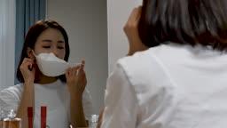 일상 생활 속 마스크 집에서 마스크 벗으면서 불쾌해 하는 젊은여자 모습