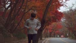 아웃도어 운동 뛰고난 후 지퍼를 내리며 숨을 고르는 젊은남자 모습