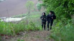 백팩킹 강원도 강릉시 안반데기 등산하는 젊은남자 모습
