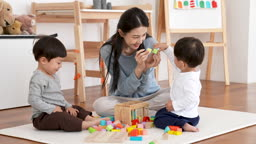가족 블럭놀이 하는 젊은엄마와 어린 아이 모습