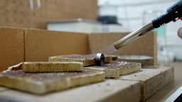 반지공방 반지 제조 과정 모습 반지에 열로 가열시키는 모습