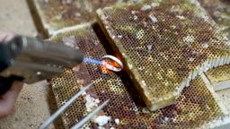 반지공방 반지 제조 과정 모습 반지를 열로 가열하는 모습